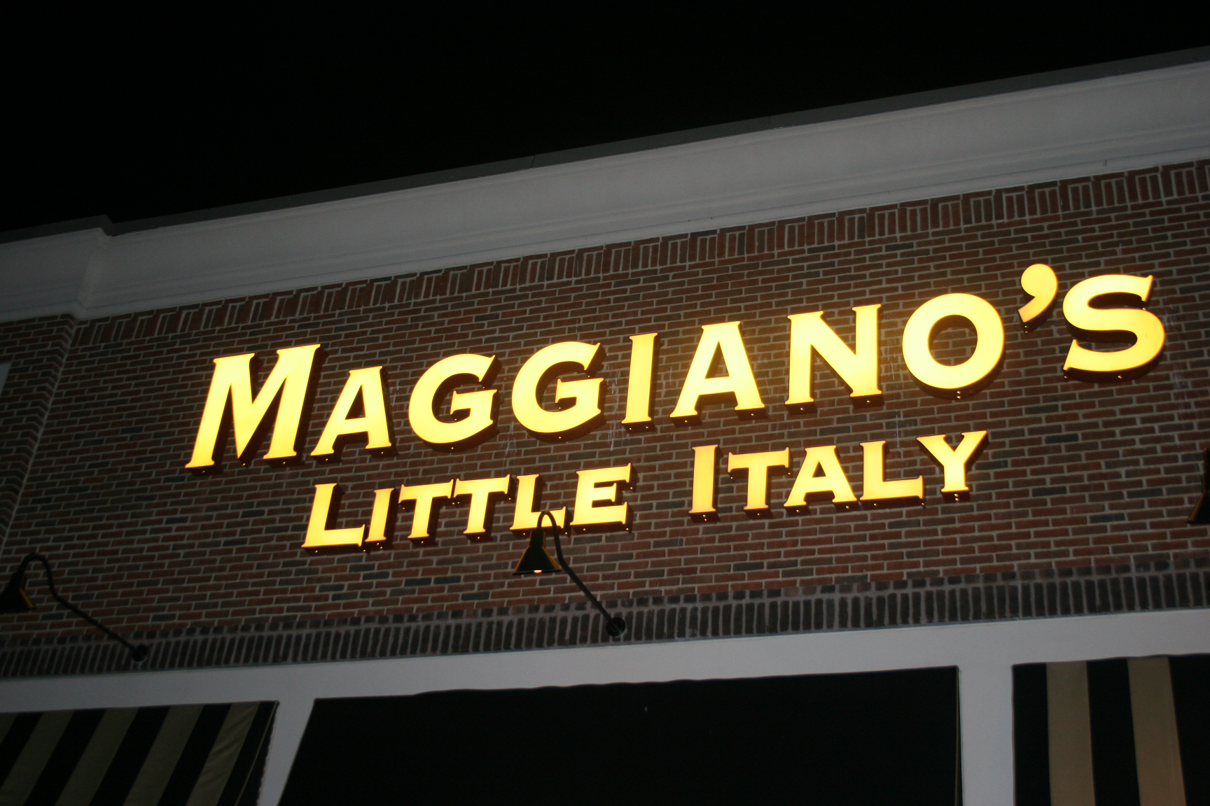 Maggiano's - St. Louis, Italian business in Richmond Heights. See up-to-date pricelists and view recent announcements for this dalmanco.ml: () ext.